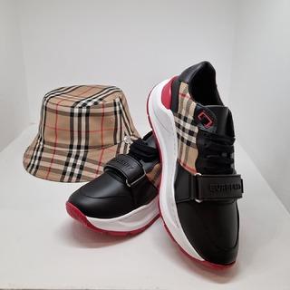 @ultimastrasbourg  @burberry  FASHION ATTITUDE . #ultimastrasbourg #burberry  #burberrysneakers #sneakers #burberryhat #fashion #fashionmood #instafashion #lifestyle #luxurylifestyle #luxurybrand #multibrandstore #influencer #shopping #shoppingstrasbourg