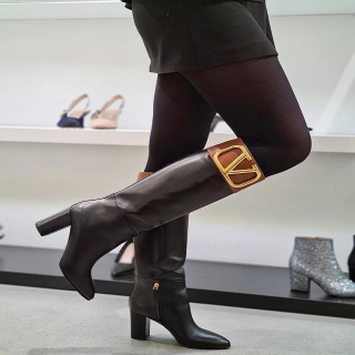 @ultimastrasbourg @maisonvalentino  . #ultimastrasbourg #VALENTINO #maisonvalentino #valentinoboots #luxurybrand #luxuryboots #multibrandstore #luxurybrandstore #confinement #shoppingstrasbourg #luxuryshopping #freedelivery #clickandcollect #musthave